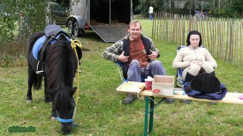 Pony führen beim Flohmarkt am Naunhofer See