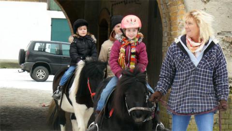 Pony reiten zum Geburtstag