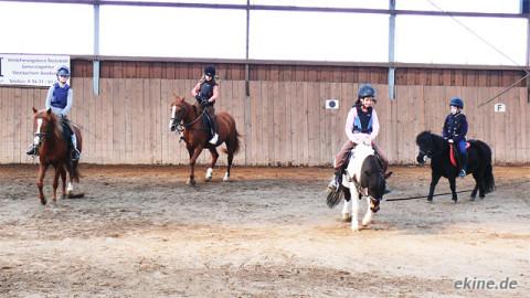 Reitunterricht der Reiterferien Kinder