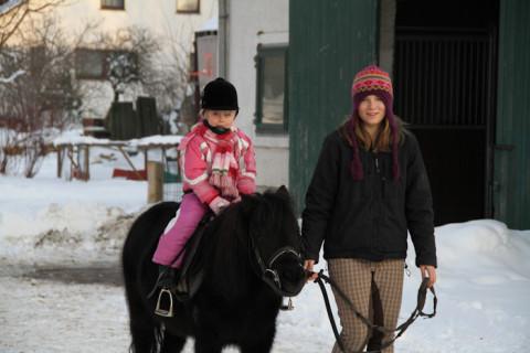 Kinder auf dem Reiterhof