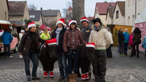 Ponyreiten auf dem Weihnachtsmarkt in Beucha