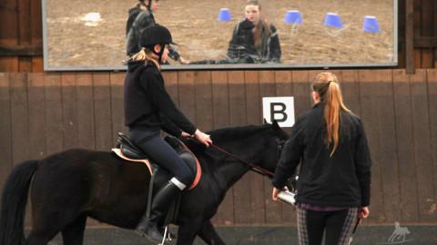 Nachwuchsreiter & das Mounted Games Jugendteam beim Training